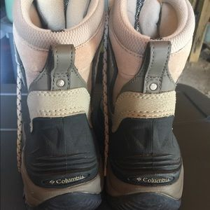 Columbia women's snow boots size 8.5